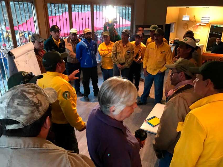 81 brigadistas realizan labores de combate al incendio forestal en ...